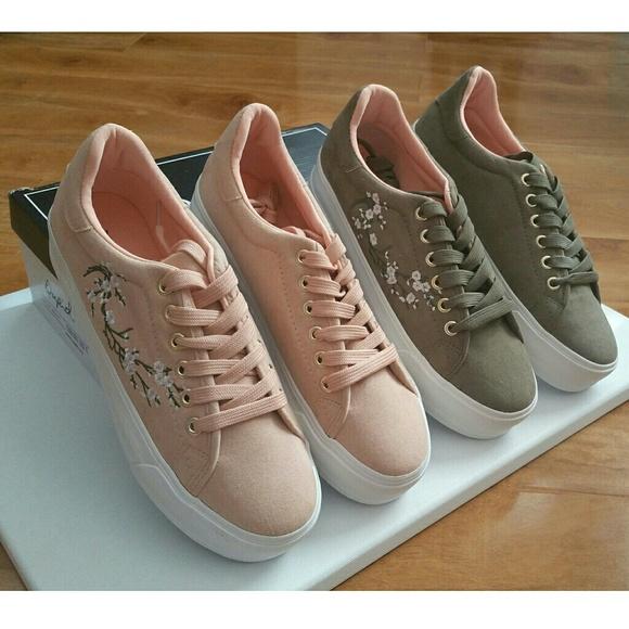 d0aad4aca5c SALE Embroidered Platform Sneaker